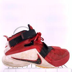 Nike LeBron Basketball Shoes Mens Size 9